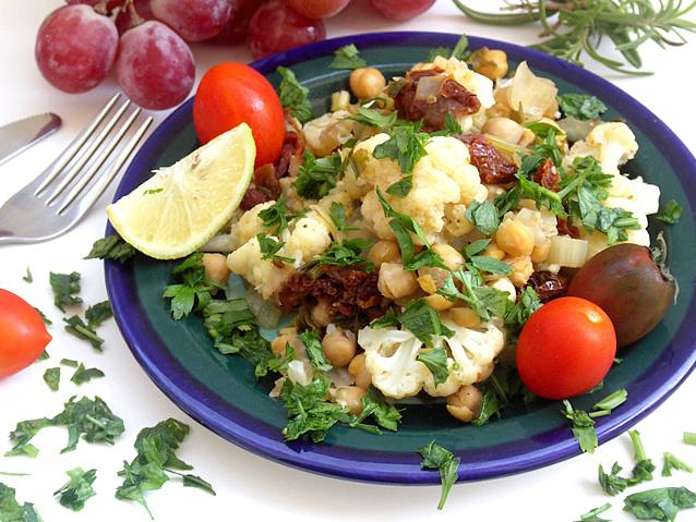 תבשיל גרגירי חומוס וכרובית בלימון