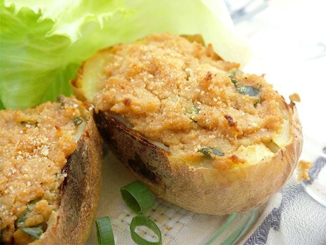 תפוחי אדמה ממולאים בחמאת בוטנים