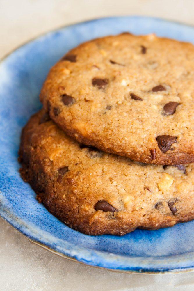 עוגיות שוקולד-צ'יפס גדולות ונימוחות