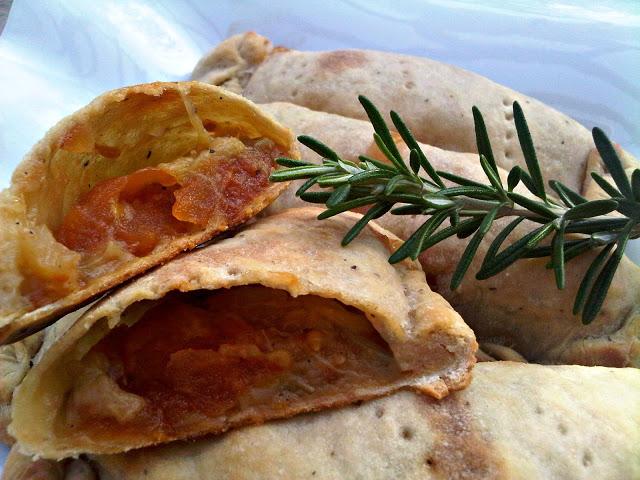 סמבוסק ללא שמרים במילוי חציל ועגבניה צלויים