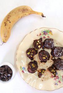 גלידוניות בננה מצופות שוקולד