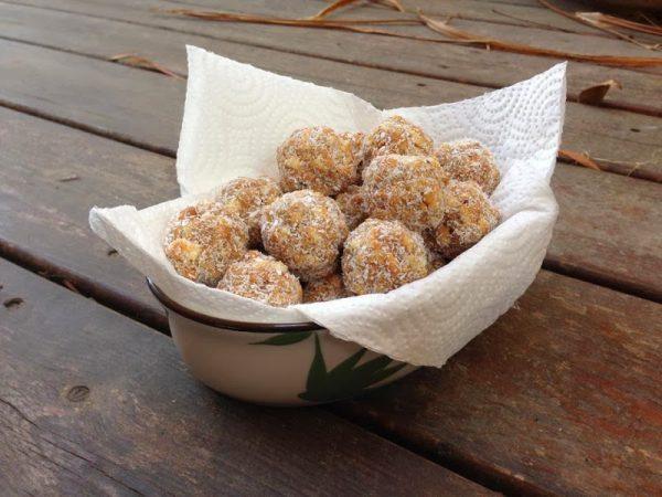 כדורי טחינה וחמאת בוטנים