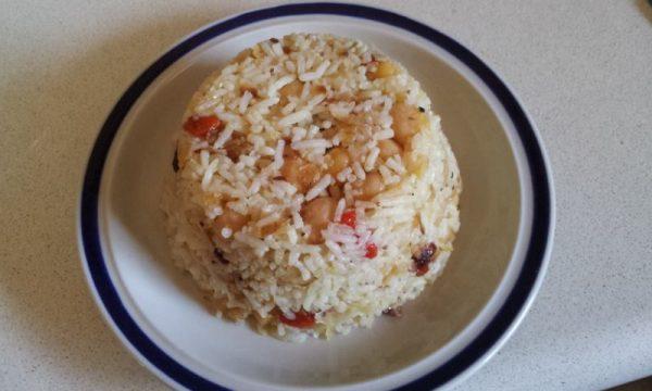 אורז עם בצל, גוג'י ברי וגרגירי חומוס