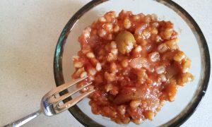 גריסי פנינה בעגבניות וזיתים
