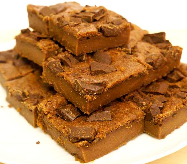 עוגת בראוניס שוקולדית פאדג'ית
