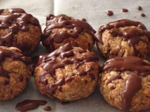 עוגיות בוטנים פריכות עם נטיפי שוקולד