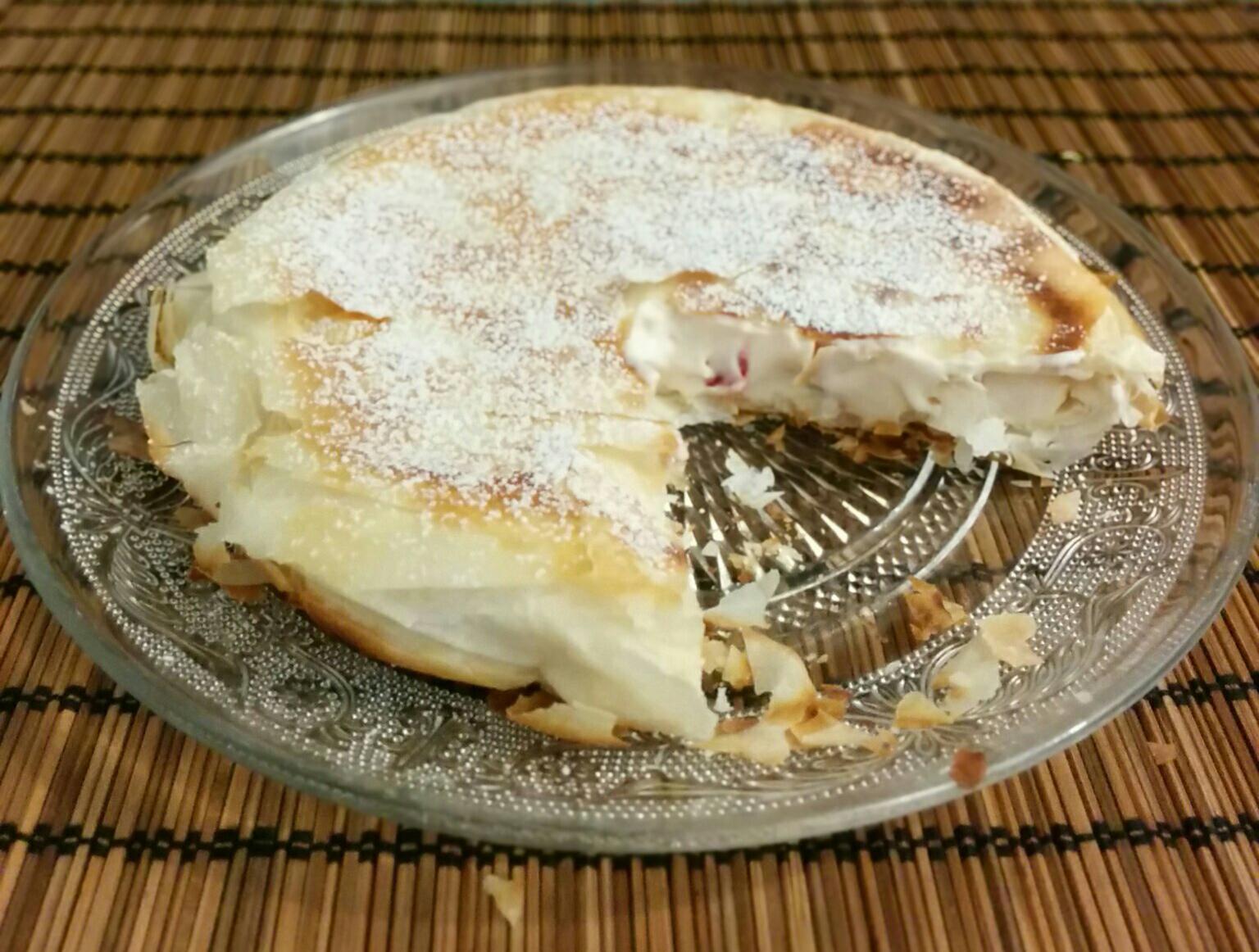 מאפה פילו במילוי גבינה וחמוציות