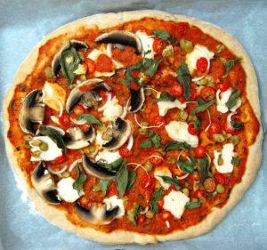 פיצה טבעונית עם גבינת מוצרלה טבעונית