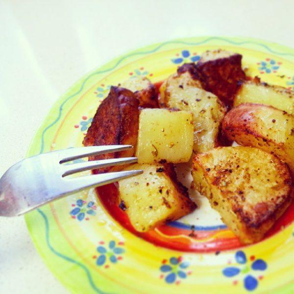 קוביות תפוחי אדמה מתובלנות בתנור