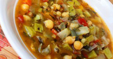 מרק ירקות וקטניות