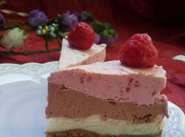 עוגה בצלחת