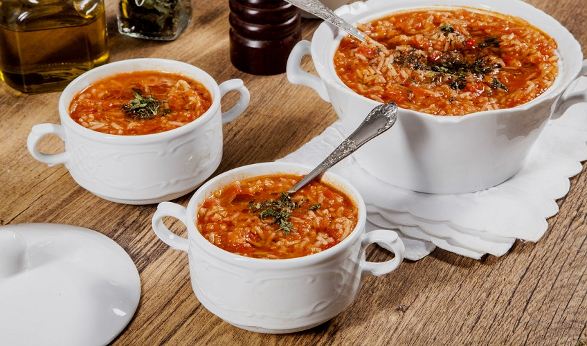 מרק עגבניות ואורז בסמטי
