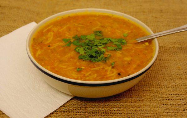 מרק ירקות קטניות ואטריות