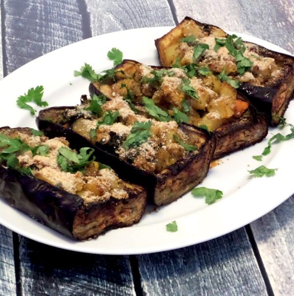 סירות חצילים ממולאות בתבשיל ירקות הודי