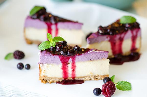 עוגת גבינה טבעונית ופירות יער