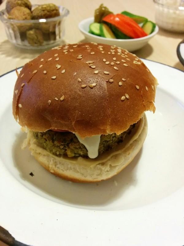 המבורגר פלאפל טבעוני