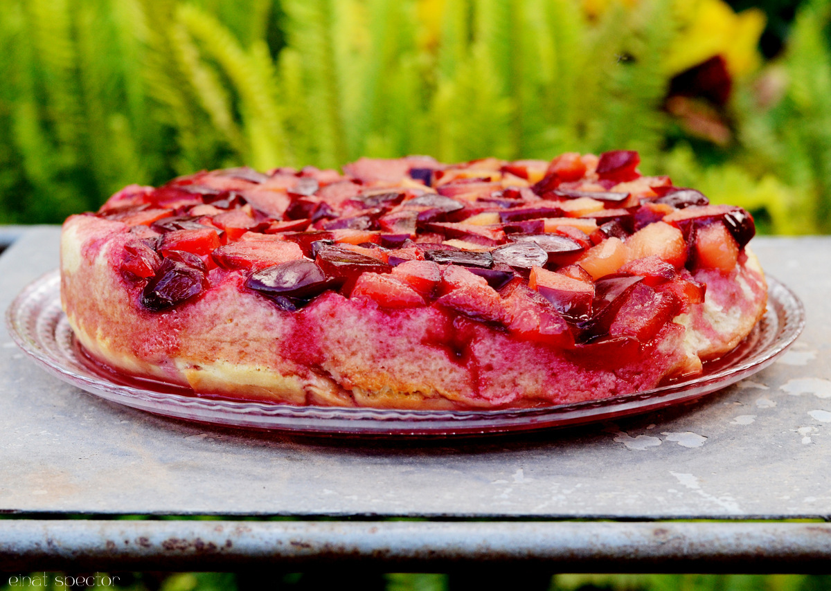 עוגת פירות קיץ הפוכה