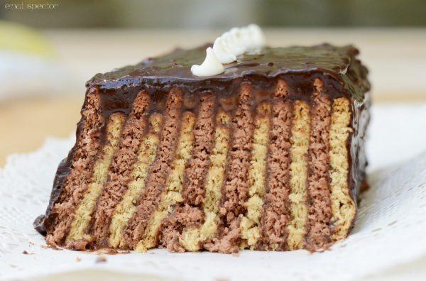 עוגת בסקוויטים בפסים