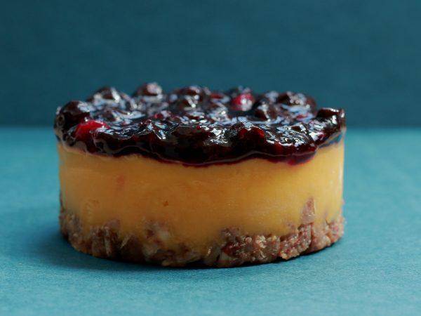 עוגת מנגו ואוכמניות