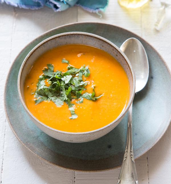 מרק עגבניות צלויות וחלב קוקוס
