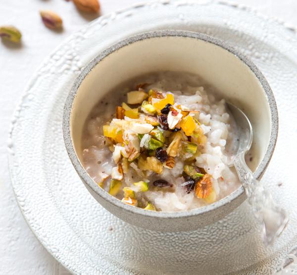 אורז מתוק בחלב קוקוס ואגוזים