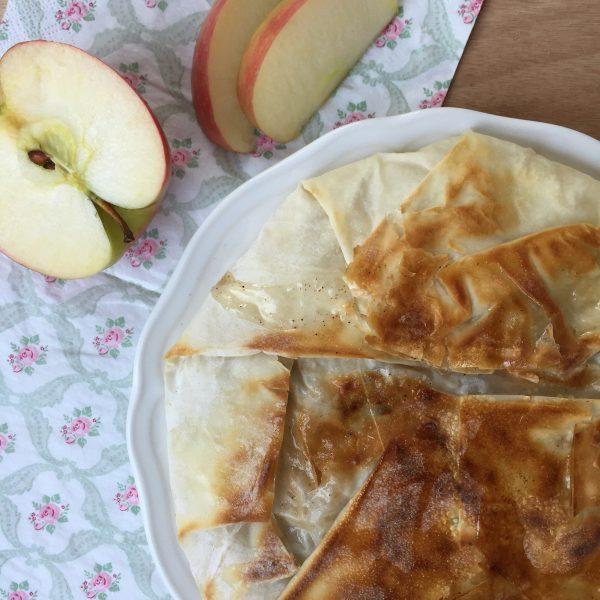 מאפה פילו חגיגי עם תפוחים ושקדים