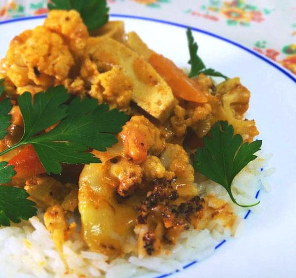 תבשיל קארי כרובית, טופו ובטטה