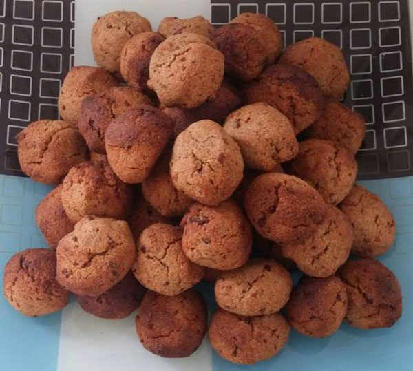 עוגיות סולת תמרים וטחינה