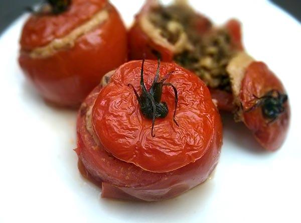 עגבניות ממולאות בטחון מן הצומך