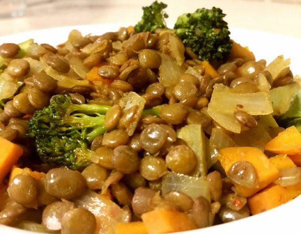 ירקות מוקפצים עם עדשים ירוקות