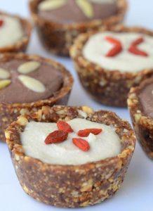 טארט חרוסת טבעוני במילוי קרם וניל ושוקולד