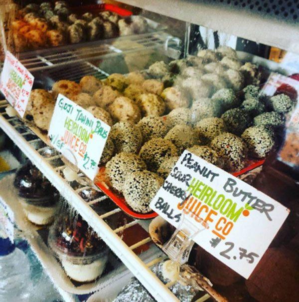כדורי חמאת בוטנים ודובדבנים חמוצים, כדורי טחינה וגוג'י ועוד.
