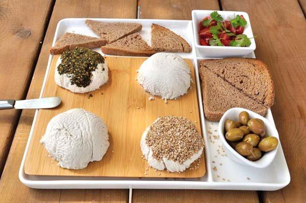 גבינת קשיו טבעונית בסגנון בורסן