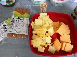 גבינות ונקניקיות טבעוניות