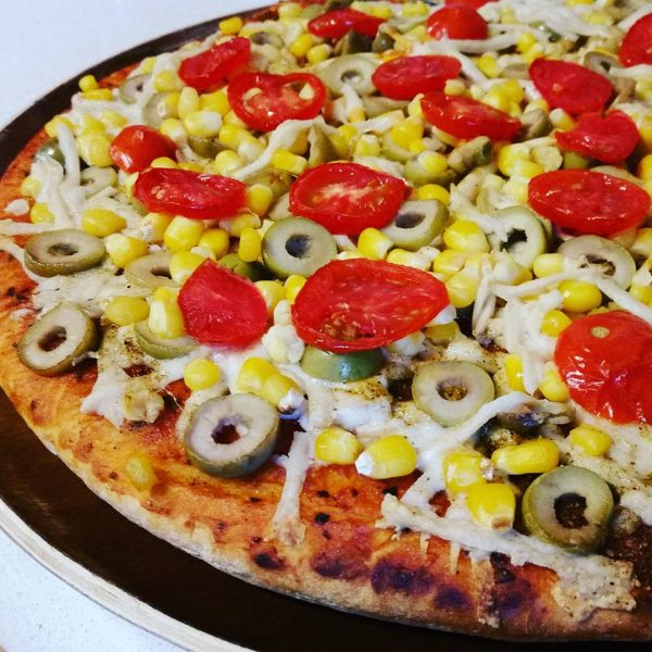 פיצה טבעונית מהירה וקלה להכנה