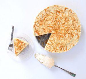 עוגת מוס חלבה טבעונית וחמאת בוטנים