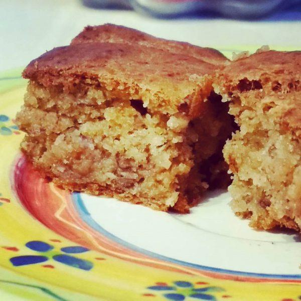 עוגת בננות ותפוחי עץ בניחוח קינמון