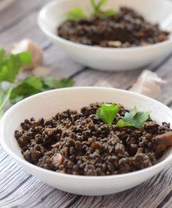 תבשיל עדשים שחורות