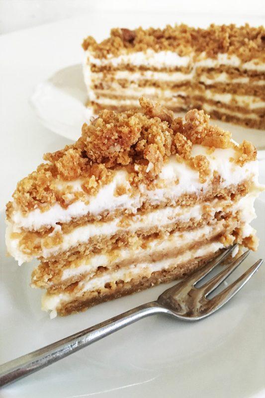 עוגה שכבות טבעונית עם דבש ושמנת