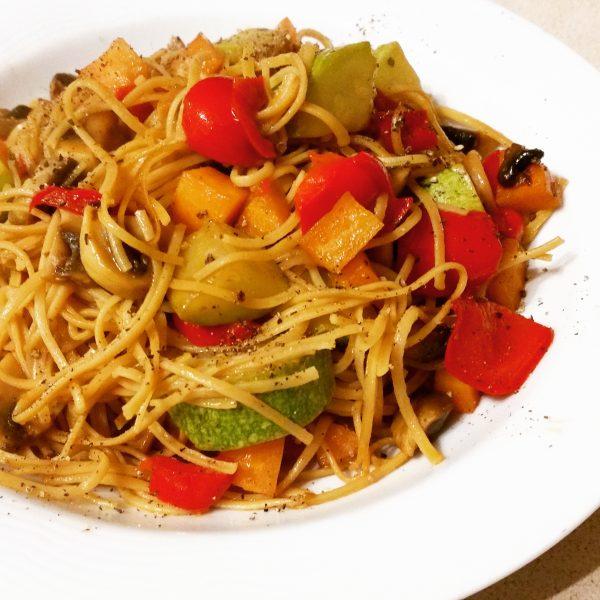 ירקות מוקפצים עם אטריות סויה