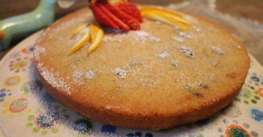 עוגת קלמנטינות, שקדים, חמוציות ומי ורדים