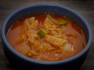 מרק עגבניות עם כרוב וטופו
