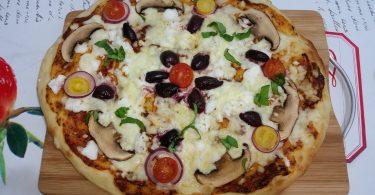 פיצה ופוקאצ׳ה מבצק אחד