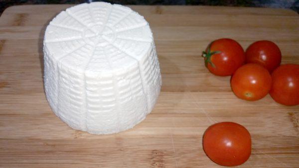 גבינת שקדים