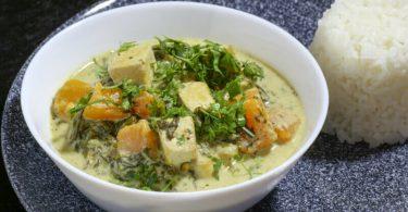 תבשיל קארי ירוק עם טופו