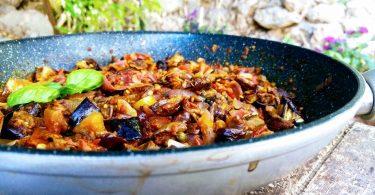 חציל איטלקי ברוטב עגבניות צלפים וזיתים