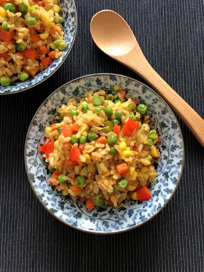 אורז מלא מוקפץ עם המון ירקות