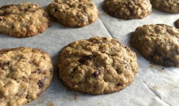 עוגיות שיבולת שועל ללא גלוטן עם שוקולד צ'יפס