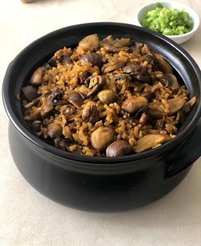 תבשיל אורז עם פטריות וערמונים